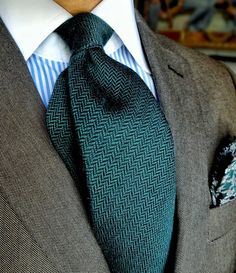 Pairing the clean elegance of a crisp white contrast collar with a more casual, textured tie and pocket square. Risky, but where's the fun in never running risks with your style? Thoughts on this type of dapper ensemble? #edruiz #suited #greentie...