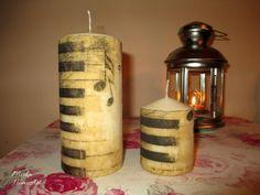 Sada sviečok zdobená dekupážou s motívom kláves, huslového kľúča a nôt, pre milovníkov hudby.   http://www.sashe.sk/HomeArt/detail/sada-sviecok-hudba