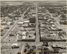 Aerial photograph of Las Vegas, Nevada, 1958 looking directly east along Fremont Street from above the Old Las Vegas Railway Station. Our teenage cruising route on weekends. Las Vegas City, Las Vegas Nevada, Lido De Paris, Fremont Street, Vintage Neon Signs, Las Vegas Photos, Desert Life, The Old Days, Concrete Jungle
