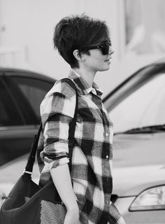 Lily Collins Short Hair, Lily Style Street Bob, Short Hair for Round Face, Round Face Watson Short. Lilly Collins Short Hair, Lily Collins Hair, Undercut Hairstyles, Pretty Hairstyles, Straight Hairstyles, Short Straight Hair, Short Hair Cuts, Lily Collins Pelo Corto, Unordentlicher Bob