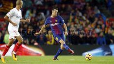 Sergio Busquets #FCBarcelona #Busquets #BusquetsFCB #FansFCB #5 Barcelona Website, Fc Barcelona, Basketball Court, Soccer, Running, World, Sports, Life, Hs Sports