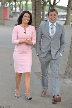 Susanna Reid teams a pastel pink form-fitting midi dress Susanna Reid Dresses, Curvy Women Outfits, Clothes For Women, Suzanna Reid, Hottest Weather Girls, Actress Eva Green, Fitted Midi Dress, Celebrity Couples, Pastel Pink