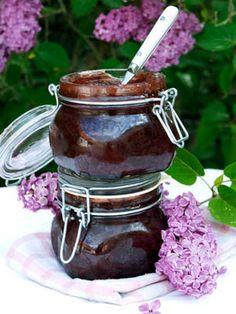 Blomster som syrener er også spiselige blomster og kan bruges i marmelade, is og kage