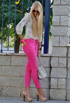 Jeitos mais descolados de usar peças pink: Calça cor-de-rosa