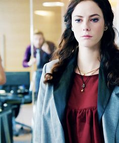 The top and necklaces Kaya Scodelario Skins, Elizabeth Stonem, Skins Fire, Effy Stonem, Skins Uk, Professional Hairstyles, Hair Tools, Work Fashion, Girl Crushes