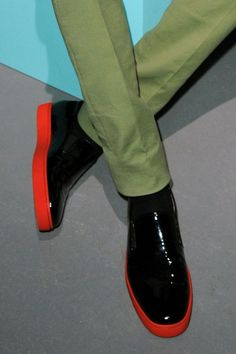 Mr Louboutin @LouboutinWorld created a collection of black patent oxfords and slip-on patent loafers with neon soles for the @SaundersStudio AW13 collection #Jonathan Saunders #Neon #Footwear