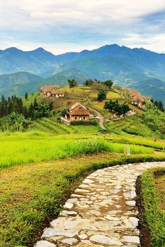 A review of our stay at Topas Ecolodge close to Sapa, Vietnam!  See if this place is worth the splurge or not.  More on wanderluststorytellers.com.au