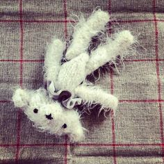 knit this bear - here's the pattern…http://dotpebbles.blogspot.co.uk/