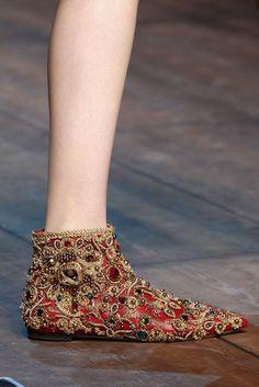 Flache Stiefeletten mit Glitzersteinen von Dolce & Gabbana, Runway Herbst/Winter 2014/15