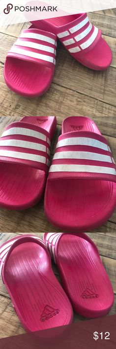 099bc53502d674 Adidas girls pink slide sandals Kids size 1 Fair condition. Some cracks in  strips.