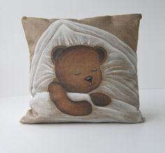 """Housse de coussin motif """"nounours sieste """" décoration bébé : Textiles et tapis par secotine"""