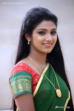 Best 12 I keep wanting to kiss the faces of these women from India! Beautiful Girl In India, Most Beautiful Faces, Beautiful Girl Photo, Beautiful Saree, Beautiful Ladies, Indian Hair Cuts, Long Indian Hair, Long Hair, Cute Beauty