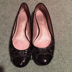 Coach patent leather flats Coach patent leather flats with c's and a bow on the front toe-area; great for a spring or fall day with leggings, a dress or even jeans! Slight tear in right shoe toe area Coach Shoes Flats & Loafers