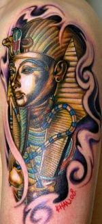 Egyptian. #tattoo #ink #art. magnifica combinaciones de color y sombras.