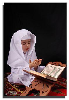 Cute ma'shaa'Allah.   ~Amatullah♥