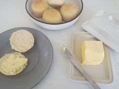 Only 6 ingredients are needed to make these delicious and easy bread rolls. Depending on the final size you make them they can be used as burger buns, to dunk into soup or alternatively to compliment your main course.
