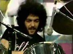 Before Jon Theodore there was Steve Gadd. Amazing ghost notes