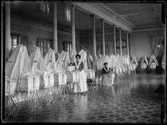 Interior de la Inclusa de Madrid, 1909, por Luis Ramón Marín.