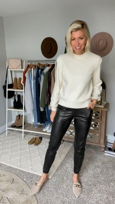Winter Fashion Casual, Cold Weather Fashion, Casual Winter Outfits, Simple Outfits, Autumn Winter Fashion, Smart Casual, Casual Chic, Leather Joggers, Casual School Outfits