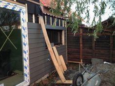 23-11-2015: De afwerking aan de achterzijde van het huis.