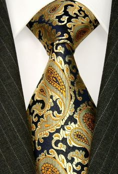 When picking out a tie, most people will bypass the paisley ones. However, a bold paisley tie looks awesome at non-black tie events and interviews. Sharp Dressed Man, Well Dressed Men, Gq, Casual Mode, La Mode Masculine, Mens Attire, Suit And Tie, Classic Man, Gentleman Style