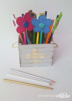Caja con palitos de helado y listones / Popsicle stick crate
