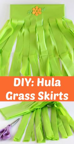 We& celebrating my daughter& birthday with a Hawaiian theme. Make these DIY hula grass skirts out of plastic table cloths for all your party guests! Hawaiian Party Outfit, Aloha Party, Hawaiian Luau Party, Hawaiian Birthday, Hawaiian Theme, Luau Birthday, Moana Birthday, Birthday Table, Beach Party