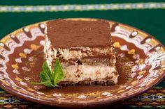 Vegan tiramisu: do-it-yourself recipe - Veganes Tiramisu: Rezept zum Selbermachen – Utopia.de Tiramisu is a real dessert classic that vegans don& have to do without. We will show you a delicious recipe for a vegan tiramisu. Bolo Tiramisu, Vegan Tiramisu, Tiramisu Dessert, Italian Tiramisu, Tiramisu Recipe, Baking Recipes, Whole Food Recipes, Cake Recipes, Food Cakes