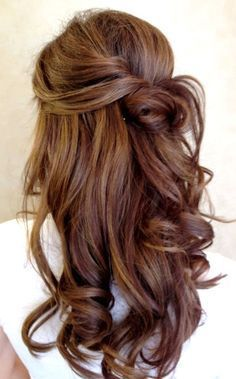 If you're after a loose wedding hairstyle, but don't want to wear it fully down, there's lots of swoon worthy ways to sweep up your hair! #weddinghairstyles