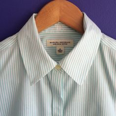 BR non-iron fitted button down Banana Republic teal non-iron fitted button down. Perfect paired with a skirt or pant for work. Banana Republic Tops Button Down Shirts