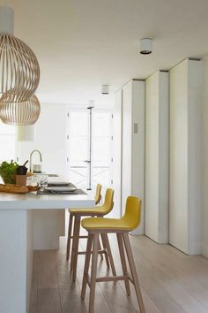 Yellow bar stools adds a pop of color to this neutral kitchen and is the perfect bright color choice for this spring's kitchen seating. Kitchen Interior, New Kitchen, Kitchen Decor, Kitchen Yellow, Kitchen Taps, Apartment Kitchen, Kitchen Furniture, Furniture Design, Breakfast Bar Stools