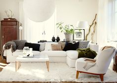 white and welcoming // living room #decor