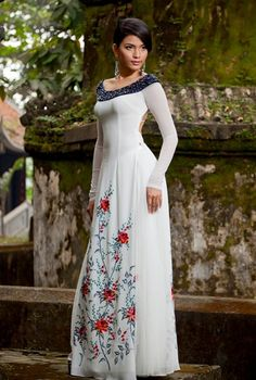 Everything has beauty, but not everyone sees it :) / Ao Dai Cach Tan - CT563 - http://aodaihoanguyen.com/ao-dai/ao-dai-cach-dieu/chi-tiet/3661-ao-dai-cach-dieu-ct563#.UIdDeJHENnM