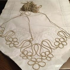 This Pin was discovered by Muh Diy Embroidery Designs, Types Of Embroidery, Embroidery Needles, Ribbon Embroidery, Embroidery Patterns, Crochet Cord, Hand Crochet, Diy Lace Doily Bowl, Tie Dye Crafts