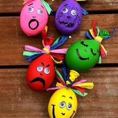 The Feeling Family Balloon Sacks. Easy & creative kids craft to talk about emotions & empathy. #kidsactivities #antibullying
