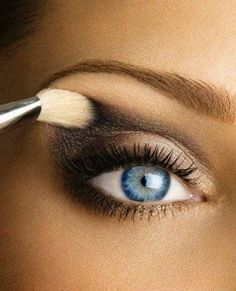 really like this for possible wedding make up. Gray, black, tan, and a little bit of light gold makes for a perfect light smoky eye look. Great for a low-key day where you don't want to look too over the top if you aren't going out. Beauty Make-up, Beauty Secrets, Beauty Hacks, Hair Beauty, Beauty Trends, Beauty Ideas, Fashion Beauty, Light Smoky Eye, Smoky Eyes