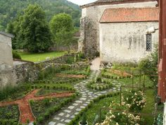 What a beautiful rambling garden ... with the stone wall and the stone pathways.  If it were green here, this is how I would want to organize my garden.