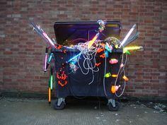 David Bachelor - Festival Remix (2006)  Wheelie bin, lights, steel, flex200 x 240 x 115 cm