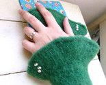 Felt fingerless gloves in Meadow