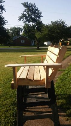 4ft Contoured Swing Made Out Of Pallets.