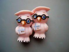 Vintage Retro Rare 50s/60s Pink Glass Graduation Owl Glasses Hat Blue Crystal Eyes Salt Pepper Shakers Set