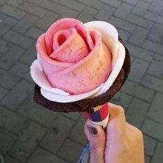 9 Unique Ice Cream Places to Eat at in Seoul - Korean Food Ideen Gelato, Seoul, Cute Food, Yummy Food, Frozen Treats, Korean Food, Places To Eat, South Korea, Sweet Treats