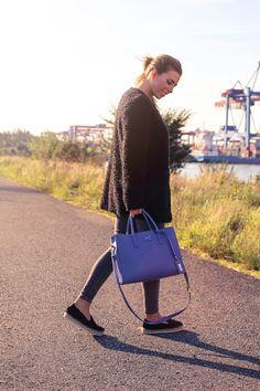 MORE THAN WASTE - die blaue GRACE getragen von Luisa Lion.