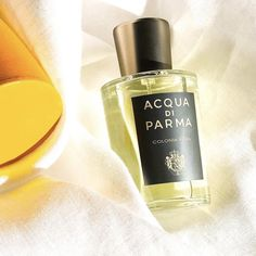Citrus, aldehydes and florals in a men's cologne? A luminous take on Acqua di Parma's iconic 1912 original, Colonia Pura has energy and modernity in spades. Florals, Perfume Bottles, Men's Cologne, Make Up, Parma, Fragrances, Beautiful Things, Packaging, Amazon