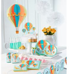 Hot Air Balloon Party in a Box Party Plates by thepartiesthatpop