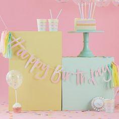 Ginger Ray-Happy Birthday Iridescent Pastel Party Bunting with Tassels Happy Birthday Girlande, Happy Birthday Bunting, Birthday Garland, Party Bunting, Party Garland, Rainbow Birthday, Birthday Diy, Tassel Garland, Ciel Pastel