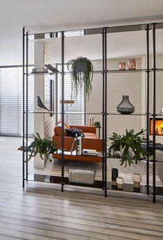 Room divider with fashion # kesseböhmer … Small Apartment Interior, Cafe Interior, Interior Design, Minimalist Home, Minimalist Design, Aluminum Blinds, Home And Living, Living Room, Shelving Design