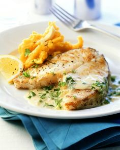 The Cod with Pumpkin Mash and Cream Sauce recipe out of our category Classic Sauce! EatSmarter has over healthy & delicious recipes online. Fish Recipes, Seafood Recipes, Dinner Recipes, Healthy Recipes, Easy Chinese Recipes, Cuisine Diverse, Fish Dishes, Eat Smarter, Popular Recipes