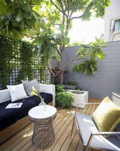 perfect small backyard & garden design ideas 4 ~ Home And Garden Small Courtyard Gardens, Small Courtyards, Small Backyard Gardens, Small Backyard Landscaping, Backyard Garden Design, Small Garden Design, Backyard Patio, Deck Design, Roof Gardens
