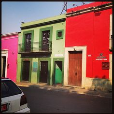 Colors Arches, Garage Doors, Around The Worlds, Stairs, Windows, Colors, Outdoor Decor, Instagram, Home Decor